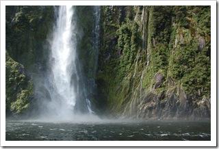 Wodospad w Milford Sound