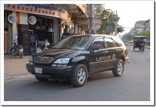 Lexus na ulicy w Phnom Penh