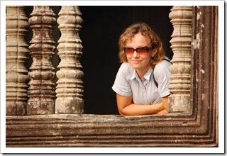 Panienka z okienka w Angkor Wat
